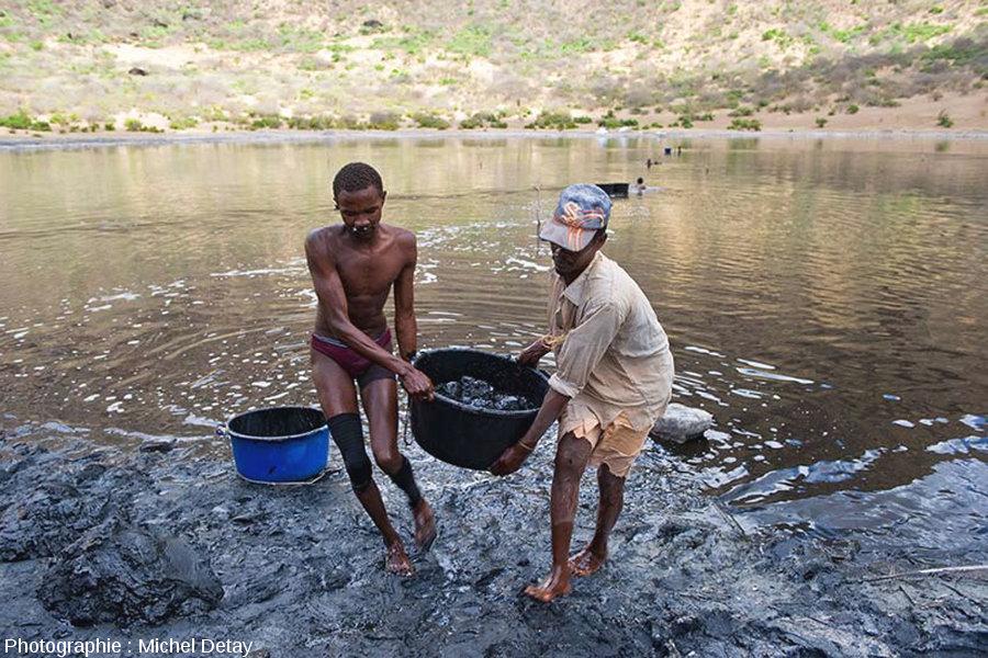 Le lac Borona (Éthiopie), lac de cratère dont le fond est tapissé d'argile