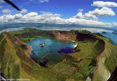 Le lac Taal (Philippines), un des plus grands lacs chargés de CO2 dans le monde