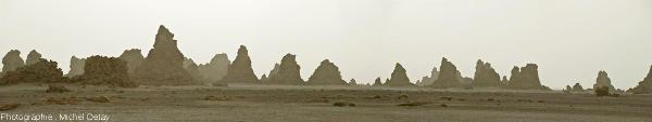 Panorama de dépôts de travertin du lac Abbé, République de Djibouti