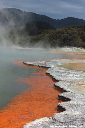 Le Champagne Pool, proche de la zone thermale de Wai-o-Tapu, Nouvelle-Zélande