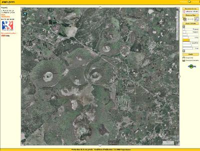 Photographie aérienne de volcans de la Chaîne des Puys