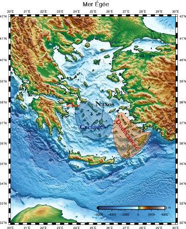 Carte topographique et bathymétrique de la mer Égée, où l'on a souligné les archipels des Cyclades, côté occidental, et du Dodécanèse (12 iles), côté oriental