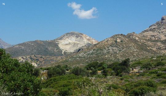 Carrière de marbre à ciel ouvert sur Naxos. ile des Cyclades