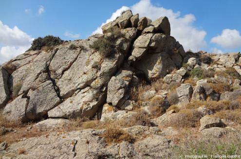 Affleurement de granodiorite, au Sud-Est de la ville de Naxos