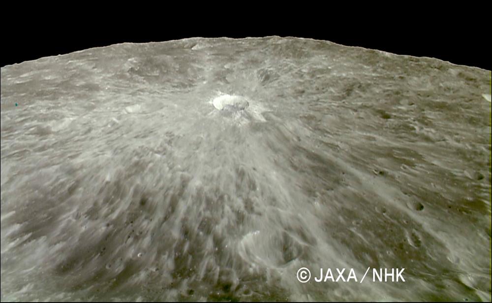 Giordano Bruno, cratère lunaire à rayures claires