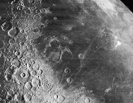 Impacts et chronologie relative, limite mer-continent sur la Lune