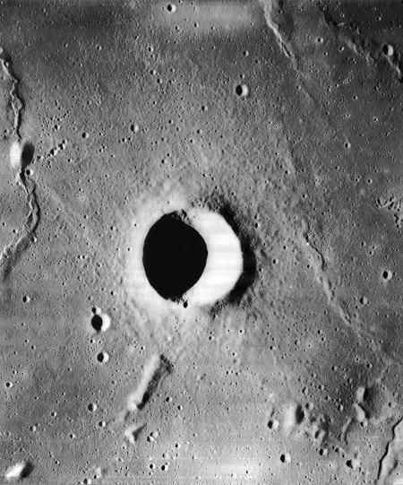 Encke C, cratère simple sur la Lune