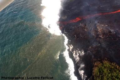 Progression d'une plateforme de lave sur l'océan (Piton de la fournaise, La Réunion)