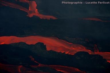 Coulées situées en contrebas du «rempart», limite de l'Enclos (Piton de la fournaise, La Réunion)