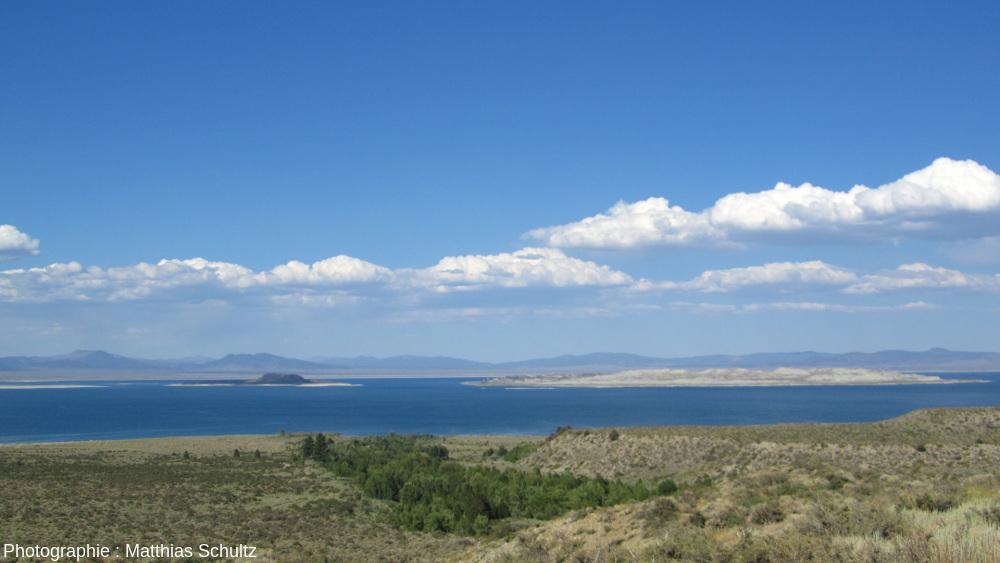 Le lac Mono et ses îles, Californie, vu depuis le Sud