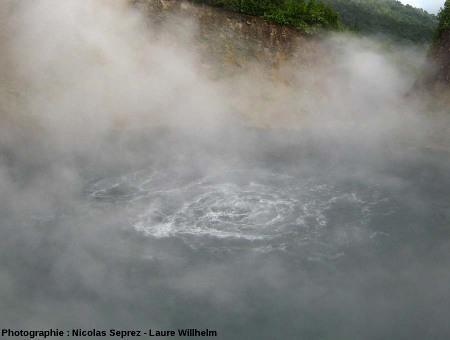 Les bouillonnement du Boiling Lake, Dominique (Antilles)