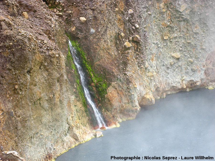 Cascade alimentant le Boiling Lake, Dominique (Antilles)