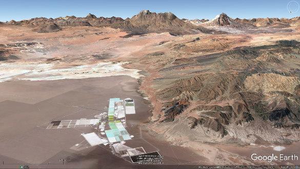 Bassin d'évaporation dans le salar d'Atacama (flèche jaune de la figure précédente)