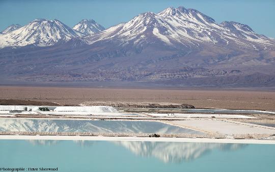 Bassins d'évaporation et tas de sels, salar d'Atacama (Chili)