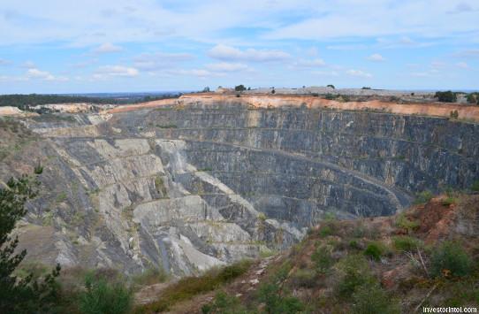 Vue sur la paroi Sud-Est de la mine à ciel ouvert Cornwall Pit, Greenbushes