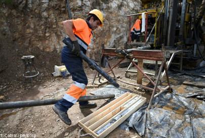 Opération de carottage sur un site d'exploration de lithium au Portugal
