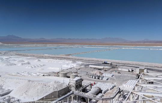 Usine de traitement et bassins d'évaporation au Chili (SQM)