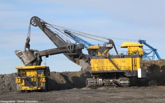 Camion et pelle à câble, mine de charbon, Canada