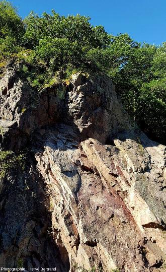"""Rocher du Corbeau, à Rothau: granite de Fouday (granite """"ancien"""")"""