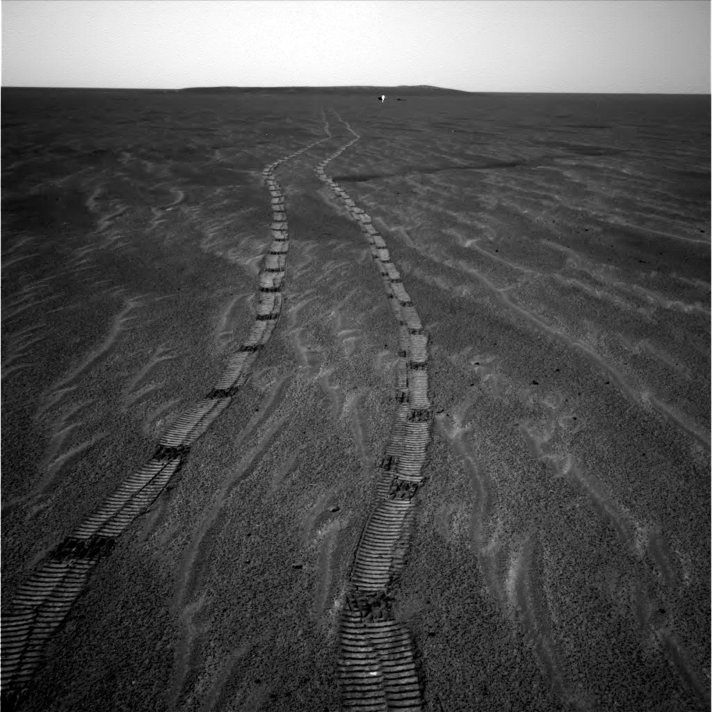 Le même sillon martien vu d'un peu plus loin