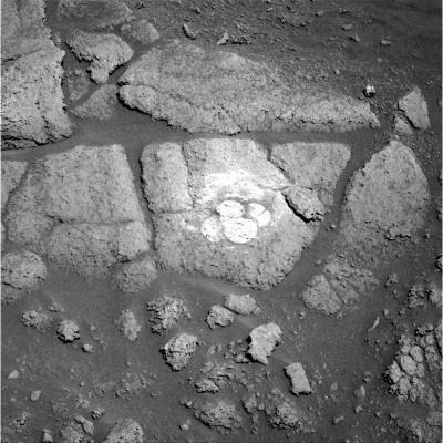 Trace de brossage sur ces roches énigmatiques rencontrées sur les Columbia Hills