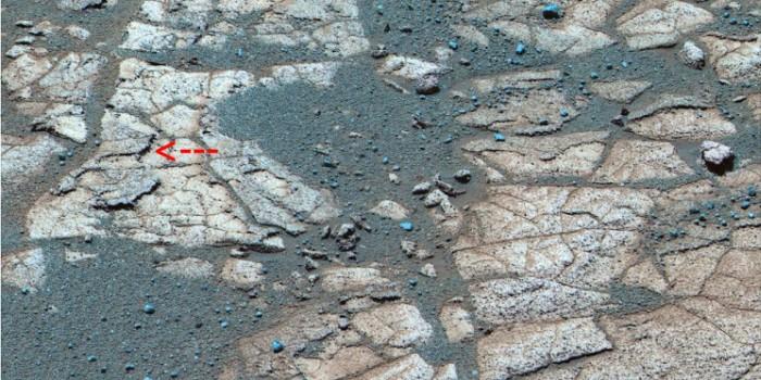 Vue de détail (en fausses couleurs) du substratum des etched terrains