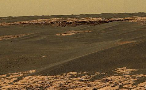 Zoom sur l'horizon du panorama précédent, sol 657