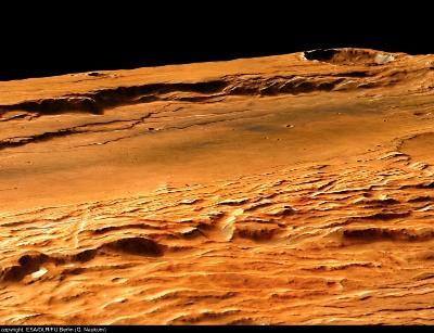 Claritas Fossae, ensemble de grabens et failles normales, d'orientation NS, Mars