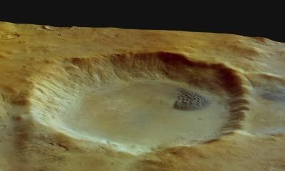 Vue oblique du cratère à champs de dunes