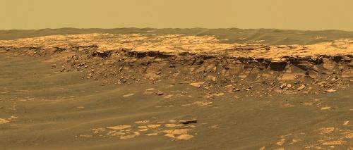 Panorama d'une petite falaise (Payson) au sein des etched terrains