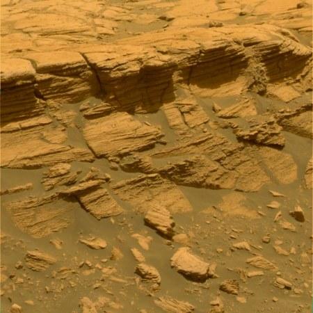 Gros plan sur les couches de la falaise Payson (1m de hauteur) dans les etched terrains