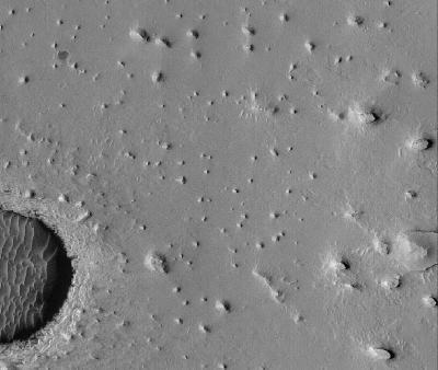 Vue orbitale détaillée d'une zone de Meridiani Planum, 150km à l'Ouest du site d'atterrissage d'Opportunity