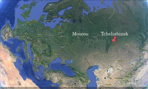 Localisation de la ville de Tcheliabinsk avec la trajectoire du météore (rouge)