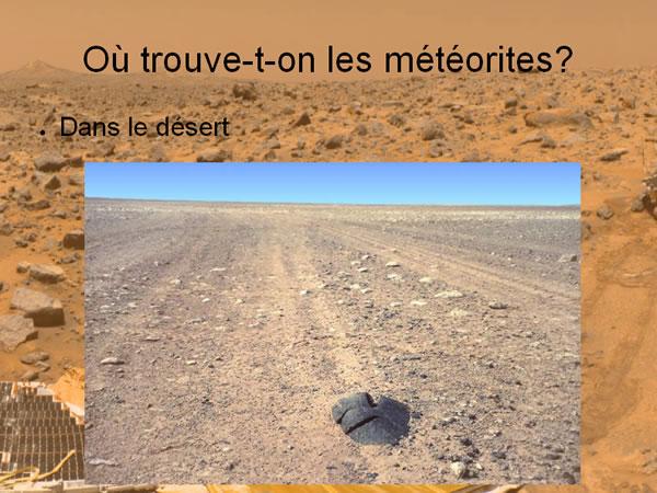 Vue d'une météorite dans le désert