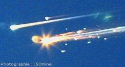 Phénomènes lumineux résultant de l'entrée de la navette Columbia dans l'atmosphère après la destruction de son bouclier thermique