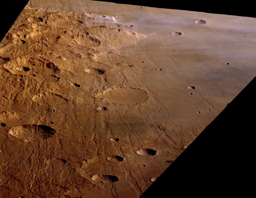 Le champ de failles de Claritas Fossae et Solis Planum, vue oblique prise en direction du Nord
