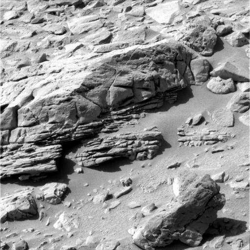 Roches stratifiées avec alternances de couches d'épaisseur et de résistance à l'érosion différentes