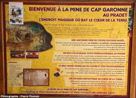 Panneau accueillant les visiteurs à l'entrée de la mine