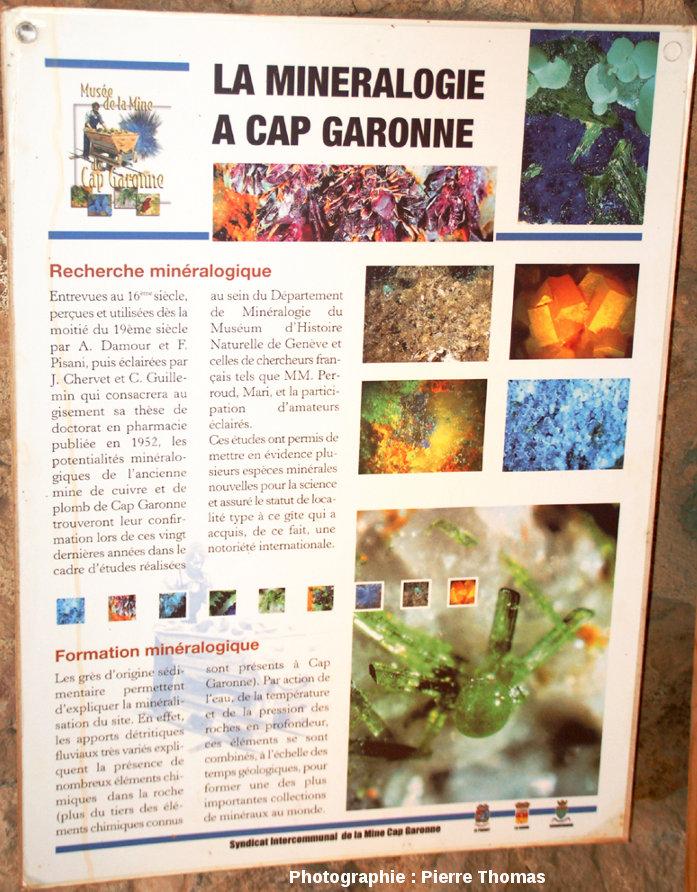 Panneau visible à l'entrée de la mine présentant la richesse minéralogique du gisement du Cap Garonne