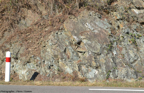 Affleurement de pillow lavas basaltiques de la série volcanique dévonienne du bassin de la Brévenne