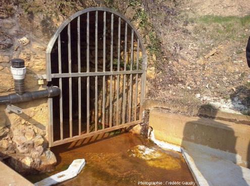 Débouché de la grande galerie d'écoulement des eaux d'exhaure avant qu'elles soient neutralisées par de la chaux