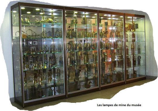 Exemple de matériel et d'outils de mineursexposés au Musée de la mine: des lampes de mineur