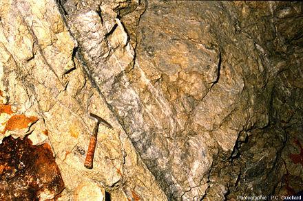 Détail du stockwerk à quartz blanc, gisement de Cros Gallet, structure F1