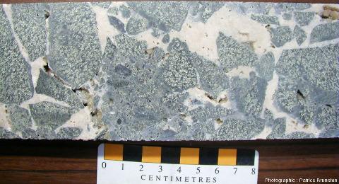 Brèche tardive à ciment de calcite, mine de Cros Gallet