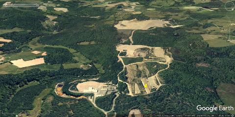 Vue aérienne des principaux sites de la Société des Mines du Bourneix en 2005, soit 3 ans après la fermeture de 2002