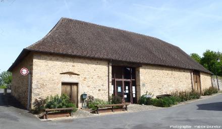La Maison de l'Or au Chalard (Haute-Vienne), ancienne grange réaménagée située dans le centre touristique de la communauté de communes du pays arédien