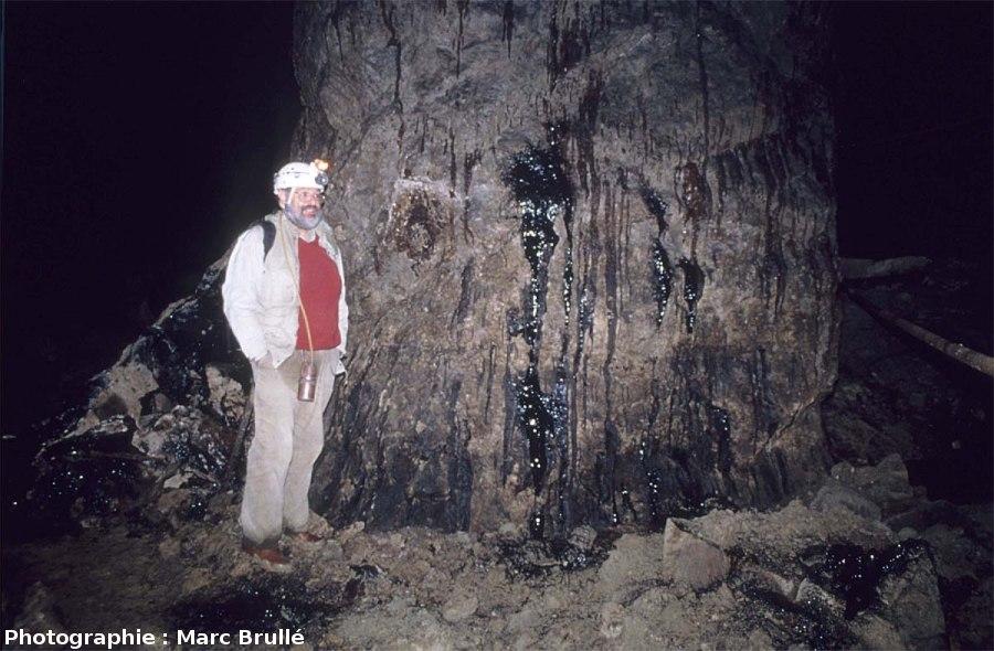 Écoulements d'hydrocarbures le long de la paroi d'une galerie de la Mine des Rois, Dallet