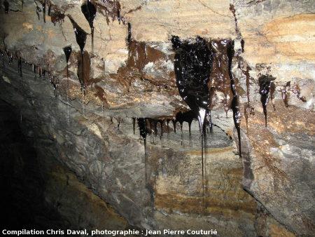 Stalactites commençant à «filer» au plafond d'une galerie de la Mine des Rois, Dallet