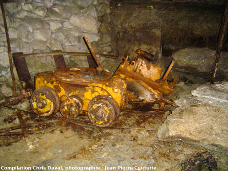 Petit chargeur à air comprimé abandonné dans une galerie, Mine des Rois, Dallet