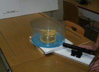 Laser, dispositif et fond pour repérer la sortie